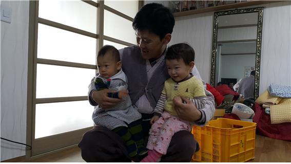 김현_사진_마을에 희망이.jpg